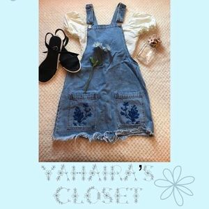 Overall dress with flower embroidery